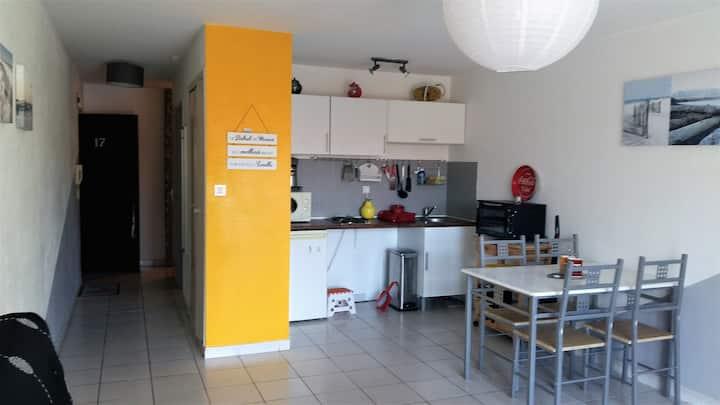 Charmant appart 40 m2 proche plage et marché Arago