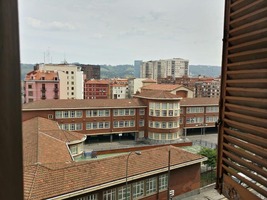 Vistas al colegio del barrio, torre iberdrola, etc