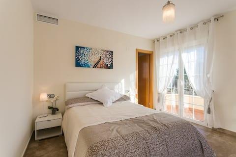 Huge Room Private En-Suite Terraces Fast WiFi Pool