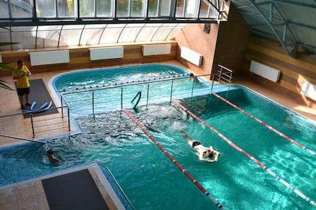 Комната и бассейн хаммам