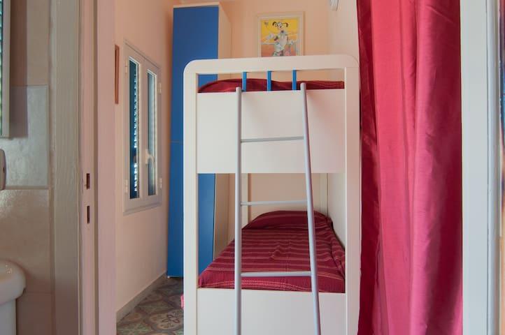 stanza da letto appartamento 5 persone