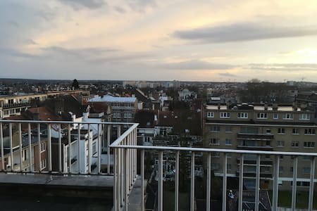 8-th floor penthouse next to Montgomerry - Woluwe-Saint-Pierre - Lejlighed
