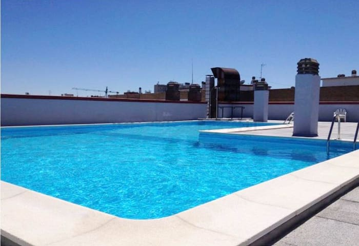 Ap Center Madrid With Swimming pool