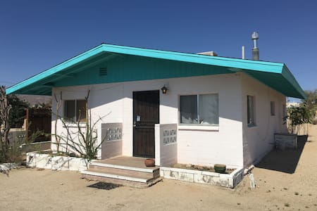 Classic 60s Retro Brick Bunk House - Twentynine Palms - Hus