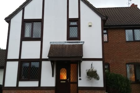Room in executive detached home - Stevenage - Bed & Breakfast