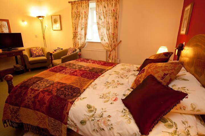 The Rose Room, king sized en suite - Great Tosson