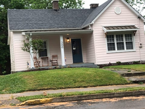 Quaint cottage in the heart of Danville