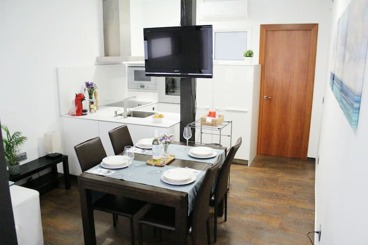 Cozy Apartment in center 5 min to the beach