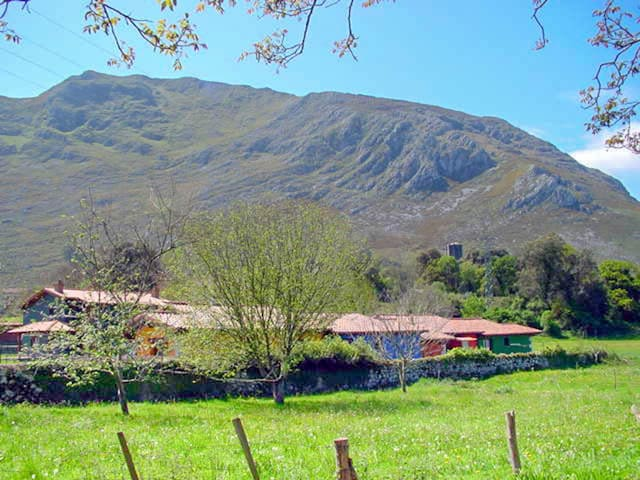 Casa con jardin y piscina compartida en Llanes