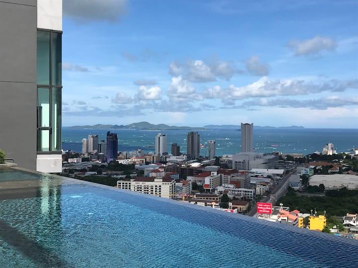 Pattaya Condo Rental - room and sky swimming pool
