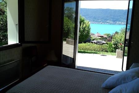 VEYRIER DU LAC - T3/villa superbe vue lac d'Annecy - House