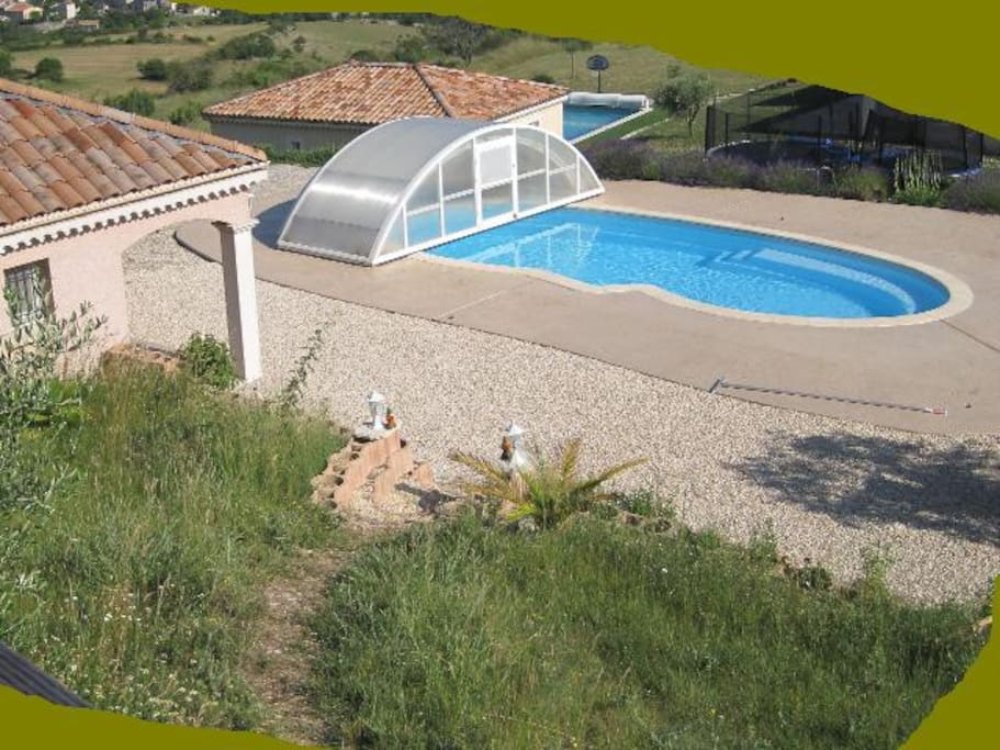 Bungalow terrasse guesthouses for rent in villeneuve de for Berg piscine