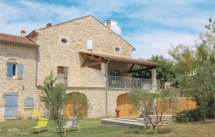 Semi-Detached with 2 bedrooms on 75m² in Barjac