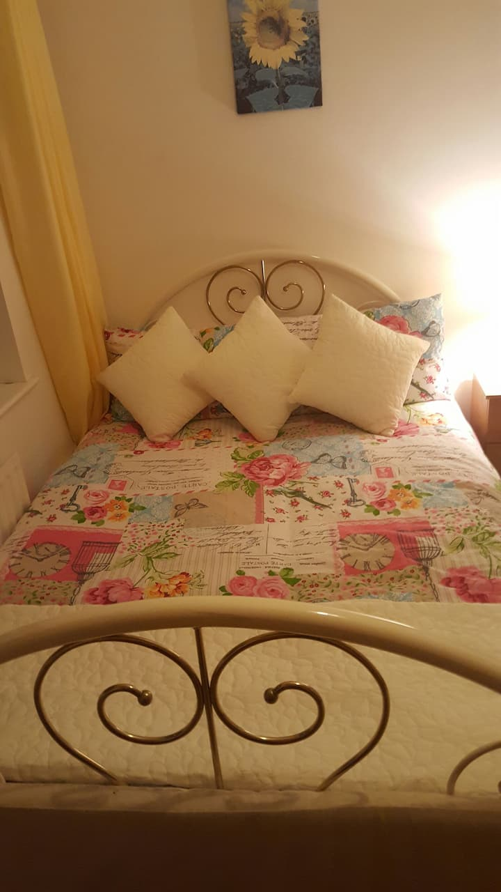 Lovely comfy warm room with double bed