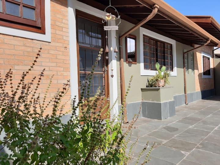 Casa completa no centro de Barāo Geraldo - 1 dorm.