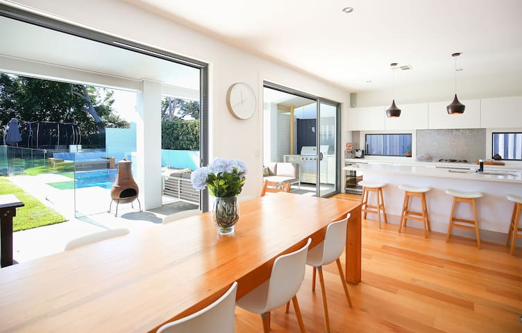 Designer Home near Manly Beaches - North Manly - Ev