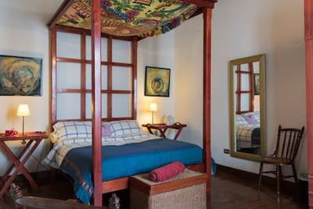 """Habitación doble """"El Marqués room""""."""