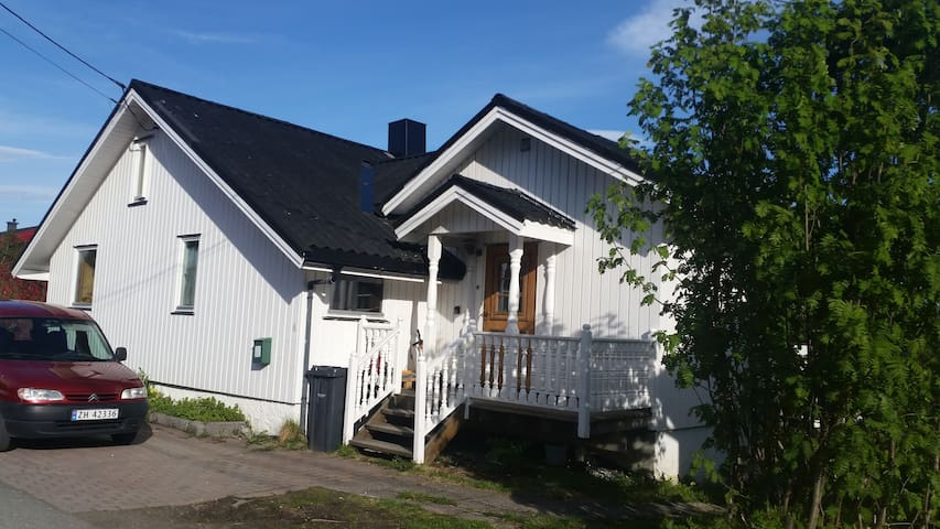 Quiet place close bus, grocery store and hiking - Tromsø - Casa