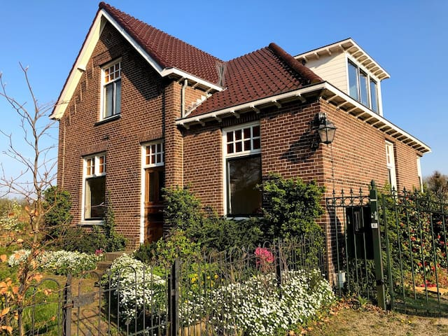 lovely family house with big garden in the city