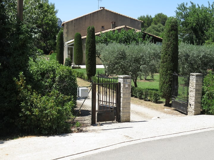 """Villa du """"Petit Puits"""" au coeur des Alpilles"""