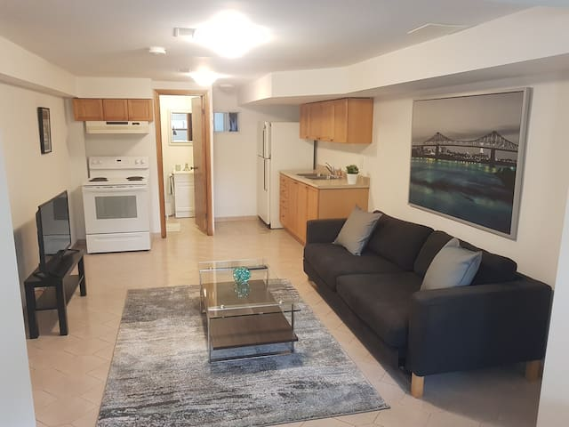 Bach Basement Apart w/ Sep Entrance in heart of TO