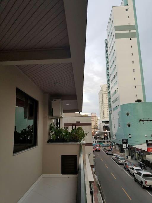 Sacada com churrasqueira/Vista pra Av Brasil