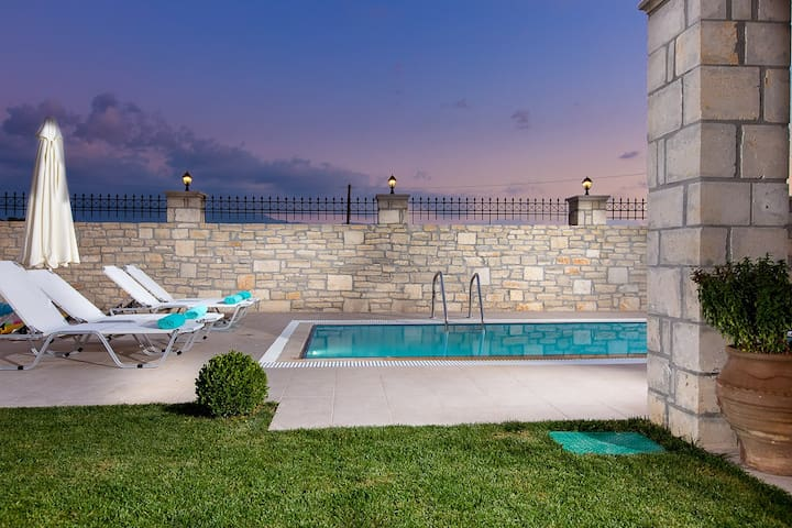 Villa Maria with private pool !! - Roumeli