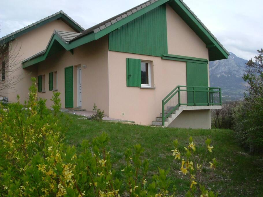 Maison dans le domaine de Port-saint-Pierre, vue sur le lac de Serre-Ponçon