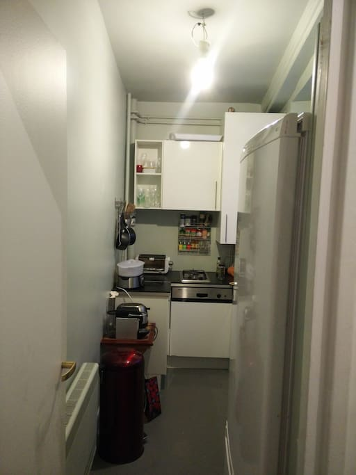 Cosy kitchen, well equiped with a Nespresso machine, dishwasher and a big fridge.