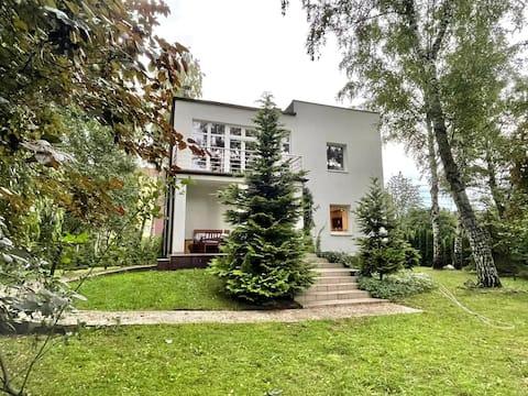 Piękna willa z ogrodem w Milanówku