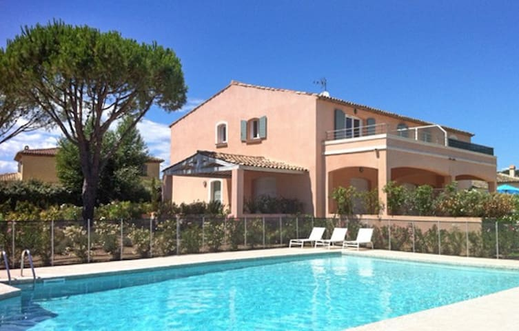 Picturesque flat w/ swimming pool - Grimaud - Byt