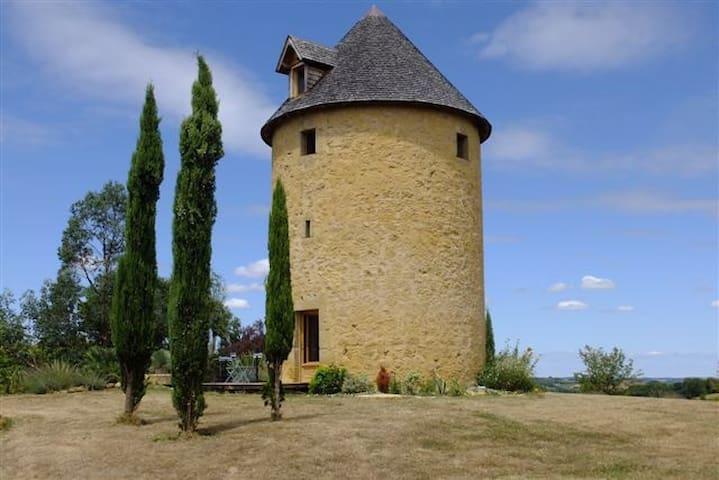 Ancien moulin à vent vue Pyrénées - Estipouy
