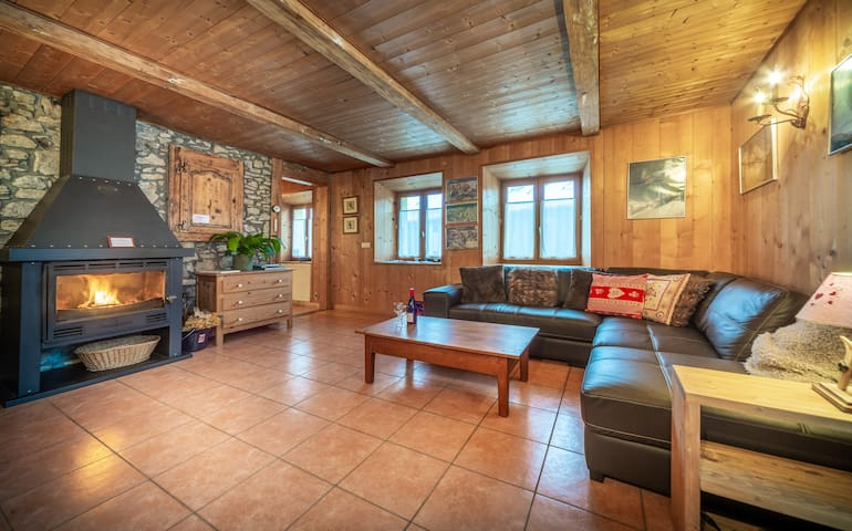 Chalet Les Glycines - in the heart of the village!