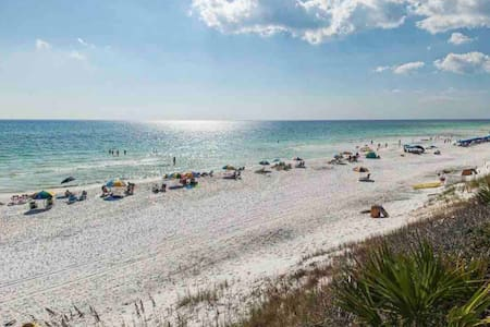30A Beachhouse getaway 400 yds to water and sand
