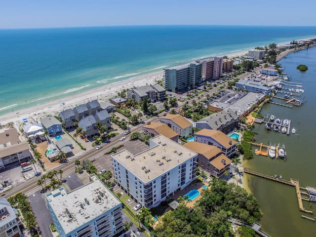 Beach View Condo w 5 Star Reviews and NEW Bikes!