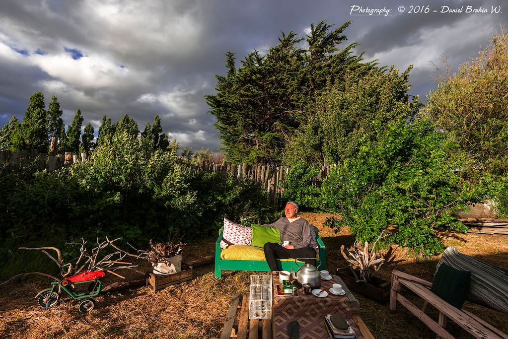 patio trasero para relajarse y respirar aire puro