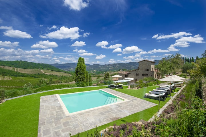 Villa delle Donne with Private Pool, Garden, Terraces and Parking