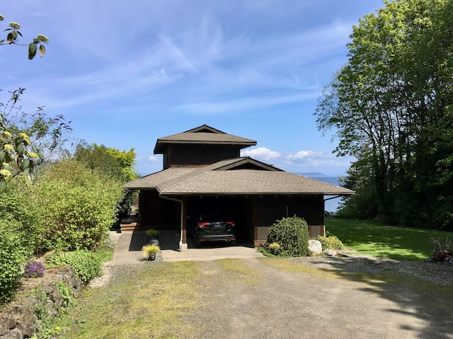 Spectacular View Home with separate Guest Cottage.