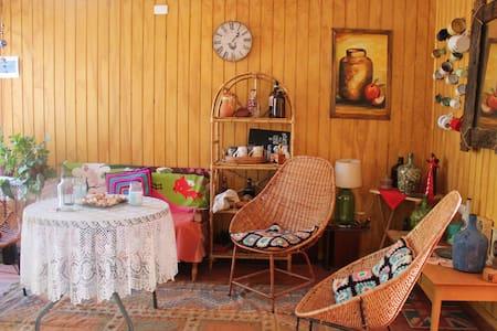 Linda Cabaña + Hottub en el Centro de Santa Juana