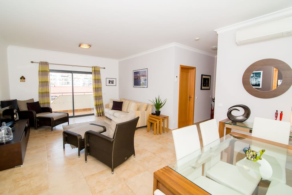 109 Living & Dining Area