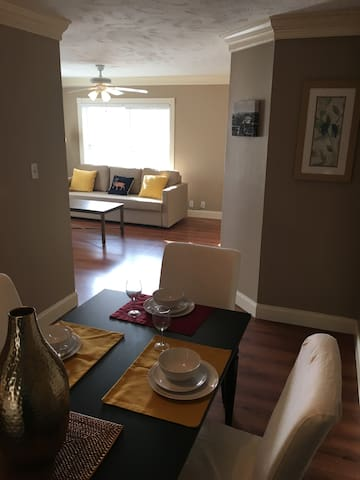 Cozy and comfortable 2 BR in Montrose