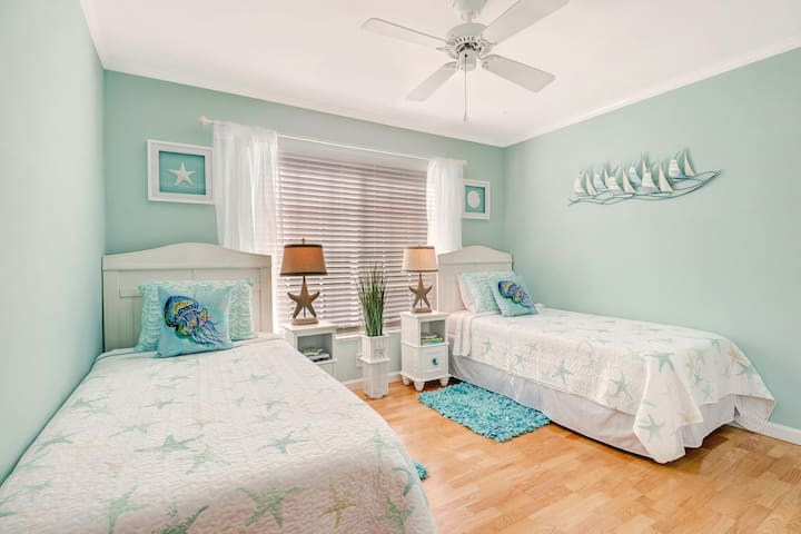 The Starfish room with two comfortable twin beds!