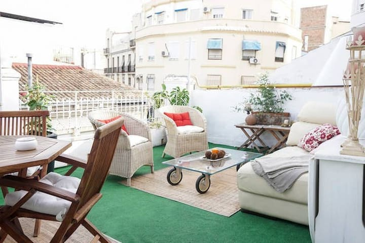 PENTHOUSE WITH TERRACE IN THE CENTER OF RUZAFA - València - House