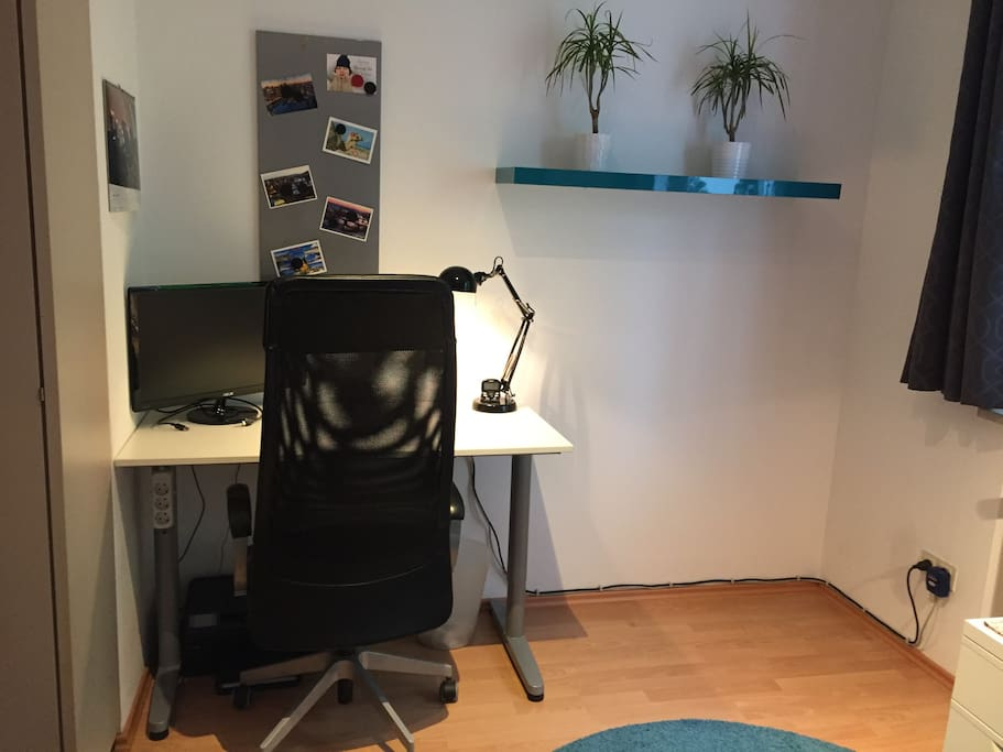 Dein Zimmer / Your Room's Office Space