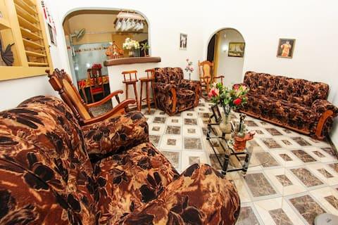 YRELIS - Comfortable room in Centro Habana
