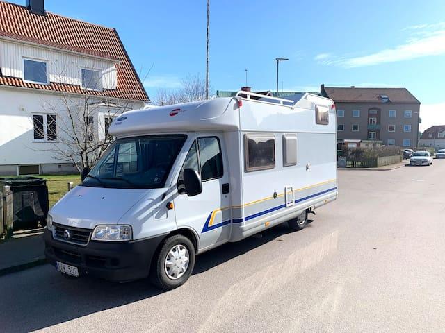 Synnerligen fräsch och praktisk husbil i Halmstad