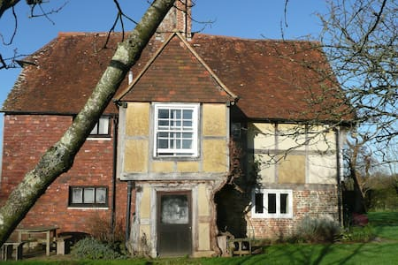 Comfortable, Charming Old Farmhouse, Large Garden - Stonegate - Bed & Breakfast