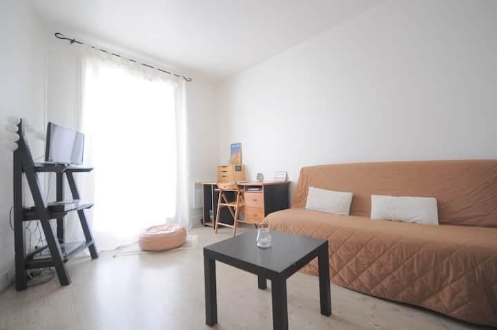 Your own bright apartment in Paris !