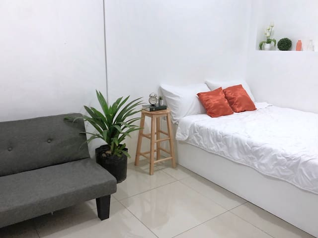 unit 5- near BURNHAM PARK/NIGHT MARKET(Apt Studio)