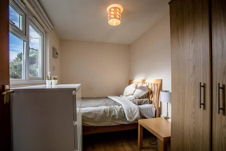 Private en-suite double bedroom with own entrance